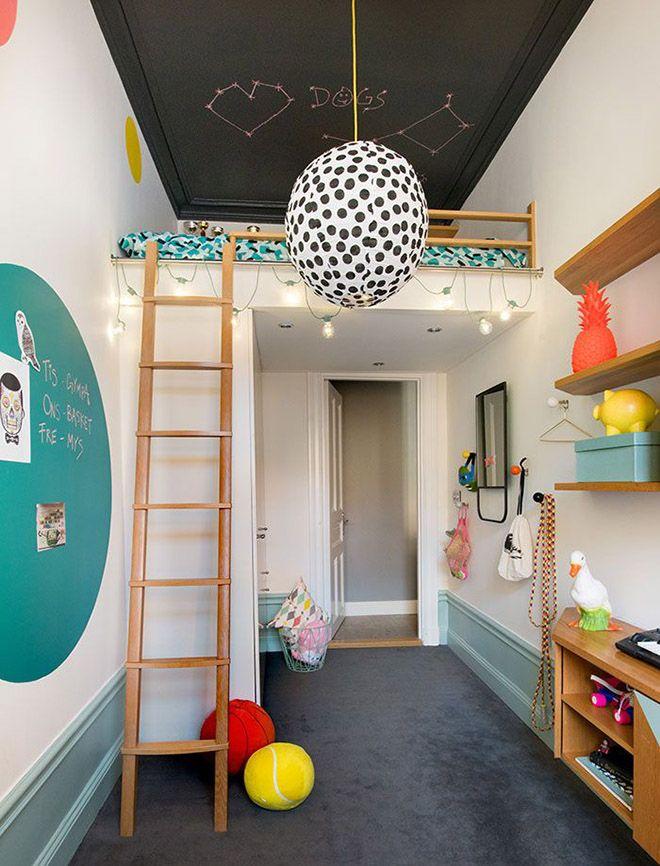 Черной потолок в двухъярусной детской комнате
