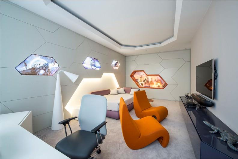 Современная комната подростка в духе хай-тека
