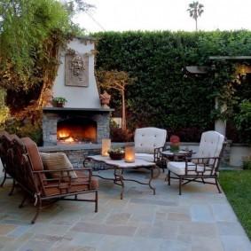Камин-печь в зоне отдыха для взрослых
