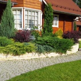 Садовая дорожка из прямоугольной плитки