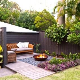 Уютный дворик с мягкой мебелью
