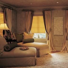 Бежевые шторы из дорогой ткани