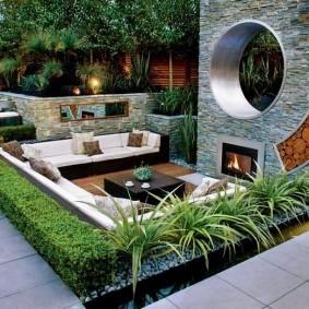 Площадка для отдыха в саду современного стиля