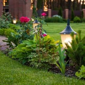 Садовый фонарик на солнечных батареях