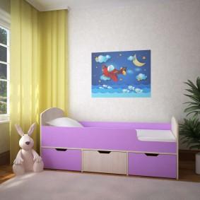 Детская кроватка сиреневого цвета