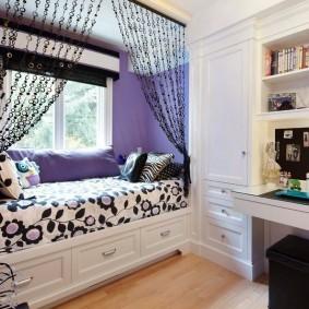 Спальное место в нише детской комнаты