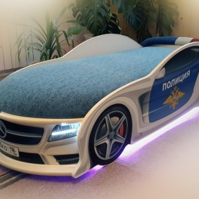 Неоновая подсветка кровати в форме автомобиля