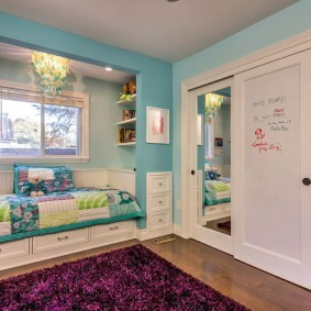 Встроенный шкаф-купе в детской спальне