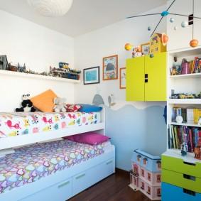 Спальное место для двоих девочек младшего возраста