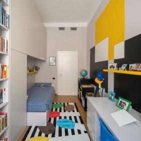Узкая комната для мальчика школьника