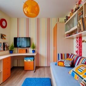 Оранжевый плафон потолочного светильника