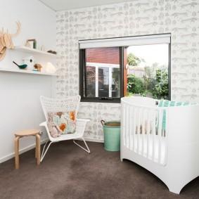 Небольшая кроватка для новорожденного мальчика