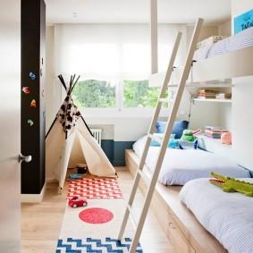 Деревянная лесенка на второй ярус детской кровати