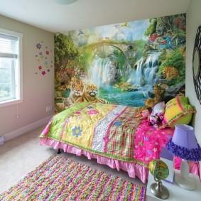 Сказочный мир на стене за детской кроваткой