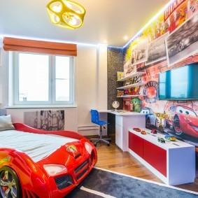 Детская кровать в форме автомобиля