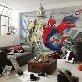 Человек-паук на обоях в детской