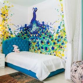Сказочный павлин на стене светлой комнаты