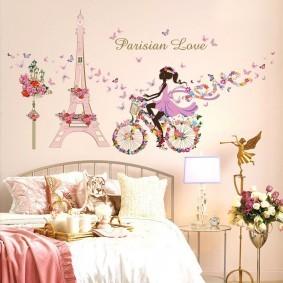 Романтические обои в детской спальне