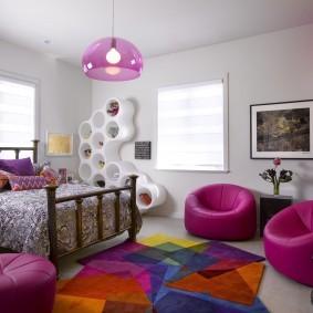 Бескаркасные кресла темно-розовой расцветки