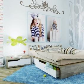 Портреты девочки над детской кроватью