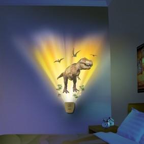 Проекция динозавра на стене детской спальни