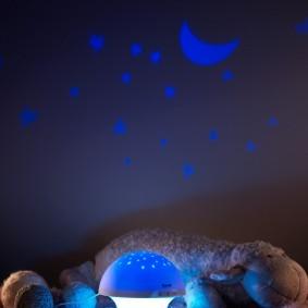 проекционное изображение звезд и месяца