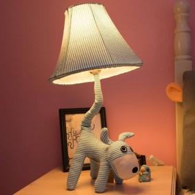Настольная лампа в виде мягкой игрушки
