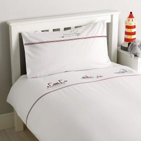 Детская кроватка на деревянном каркасе