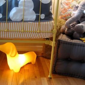 Ночник-собачка под детской кроваткой