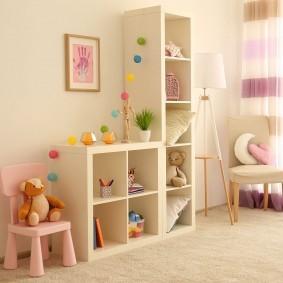 Детская мебель в комнате девочки