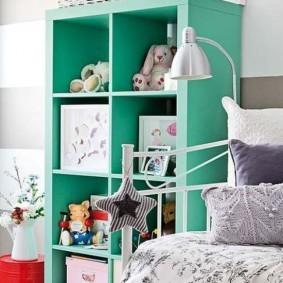 Высокий стеллаж из МДФ в детской спальне