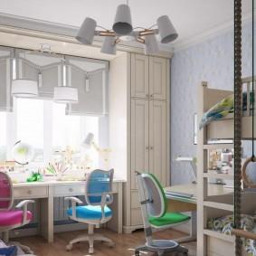 Разноцветные стульчики для девочек одного возраста