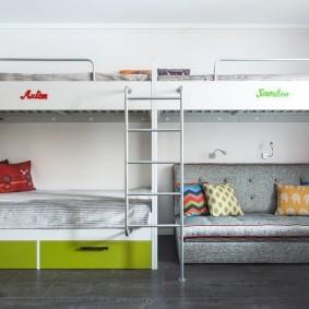 Небольшой диванчик под спальным местом
