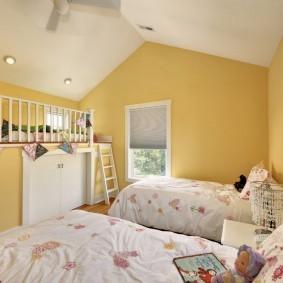 Желтые стены комнаты для девочки 12 лет