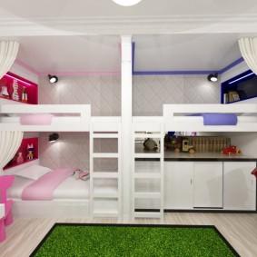 Белая комната в мансардном помещении
