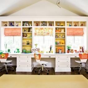 Офисные стулья с яркими спинками