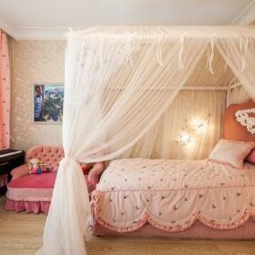 Балдахин из тюля над кроватью девочки