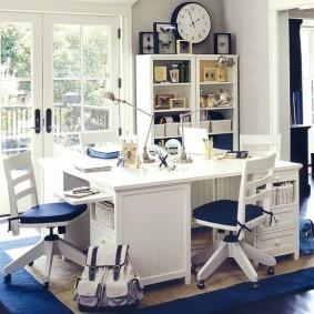 Письменный стол для троих школьников