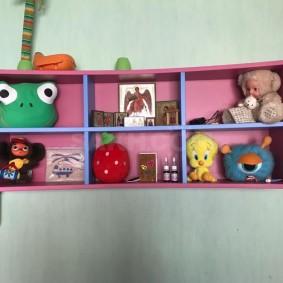 Розовая полка для чебурашки и других игрушек