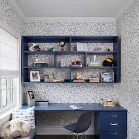 Письменный стол синего цвета