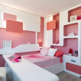 Встроенные полки из гипсокартона в спальне дочери