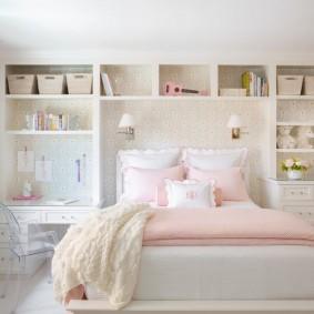 Встроенные полки в комнате девочки подростка