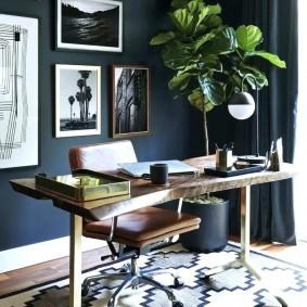 Ковер с геометрическим рисунком под письменным столом