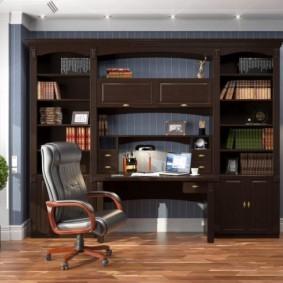 Темно-коричневая мебель с деревянными фасадами