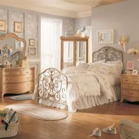 Романтический интерьер комнаты для девочки