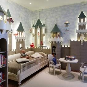 Сказочный замок в детской комнате