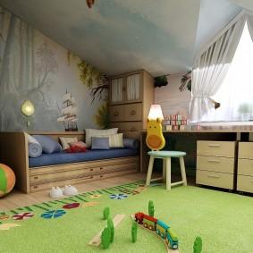 Небольшая детская кровать с выдвижными ящиками
