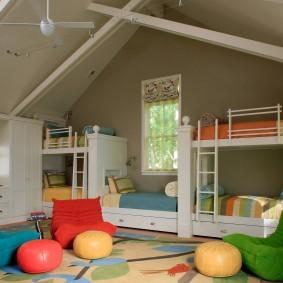 Бескаркасная мебель в детской комнате