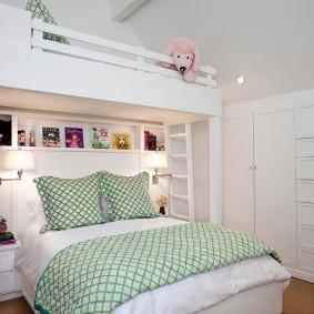 Встроенные шкафы в стене детской