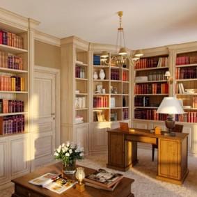 Домашняя библиотека в светлых тонах